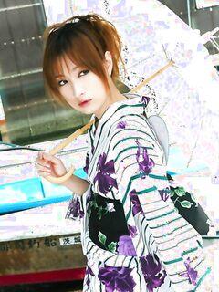 Профессионал делает в студии эрофото красивой японки