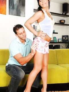 Красивая жена подставила мужу очко и поебалась с ним приятно