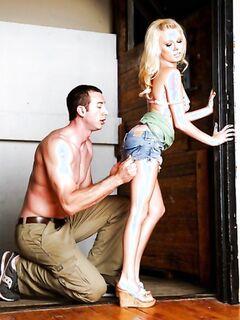 Мускулистый мужчина вдул красивой девушке по самые яйца