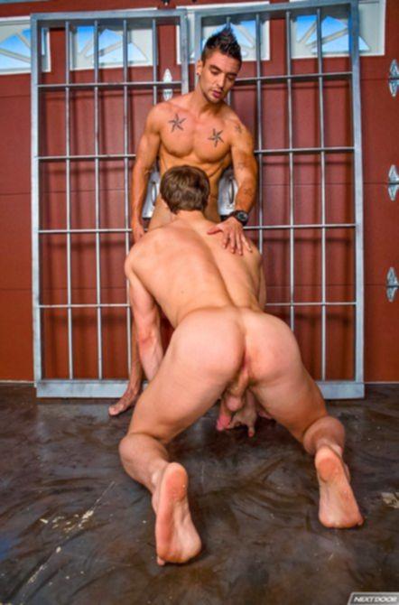 Обаятельного мужика жарят в жопу во время встречи