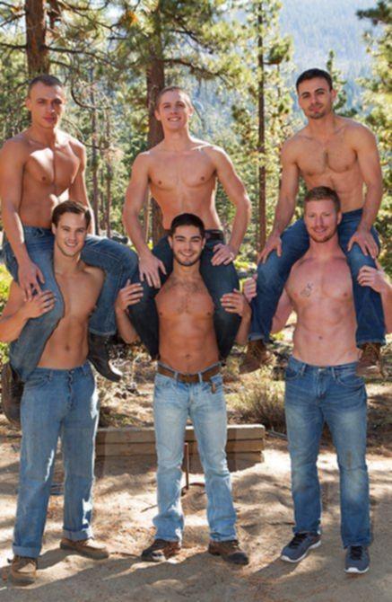 Приятная оргия с геями удовлетворила мускулистых приятелей