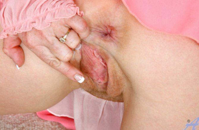 Влажная рыжая небритая вагина жены хочет сильно трахаться