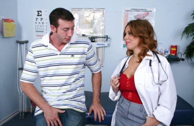 Спонтанная ебля в кабинете врача понравилась мужику на осмотре
