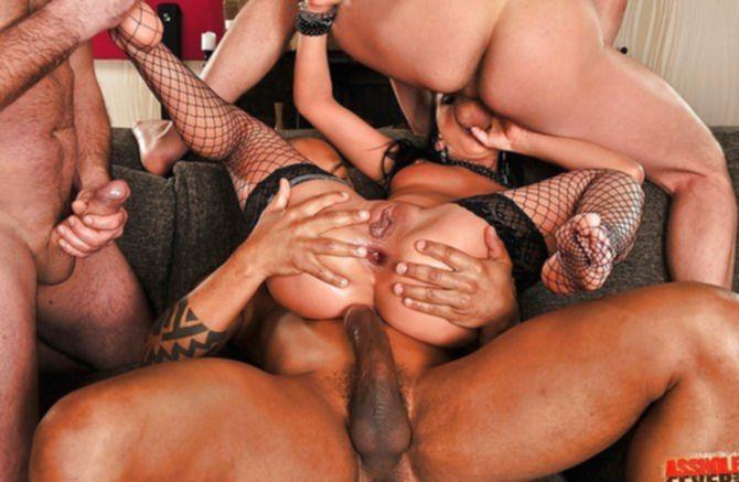 Самцы трахнули во все дырки роскошную брюнетку большими стояками